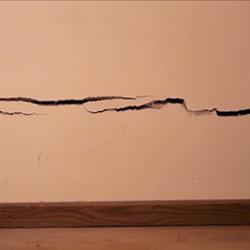 Sprickor i fasad eller innerväggar